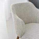 trpezariska stolica so krem stof i nogarki masivno drvo orev