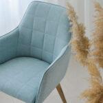 moderna trpezariska stolica so rakonsalon vo mint stof i dab nogarki