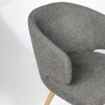 trpezarijska stolica so siv stof i nogarki masivno drvo hrast