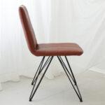 trpezariski stol so crni metalni nogarki