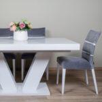 trpezariski set so bela masa I sivi stolici