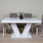 trpezariski set so bela masa I kafeavi stolici