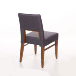 trpezariska stolica od drvo buka i tirkiz stof